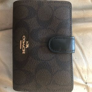 Coach medium corner zip wallet